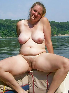 Fat hairy mature nudist foto 960
