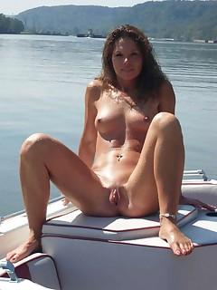 Brunette Nudist Pictures