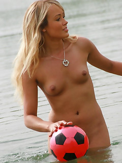 Blonde Nudist Pictures